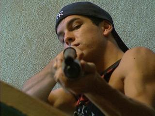 Ver vídeo  'Saltos, persecuciones y tiroteos en la película 'Grupo 7''