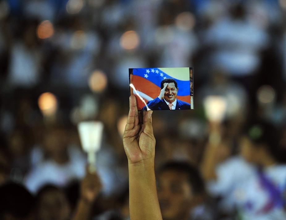 La salud de Hugo Chávez ha mantenido en vilo a muchos de sus seguidores que se concentraron a principios de diciembre en países tan dispares como Nicaragua, Uruguay o Venezuela. AFP PHOTO / Hector RETAMAL