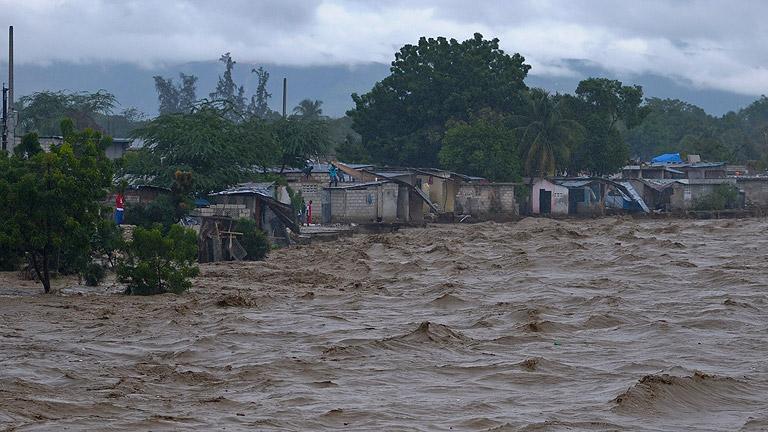 """El paso del huracán """"Sandy"""" por el Caribe causa ya 21 muertos"""