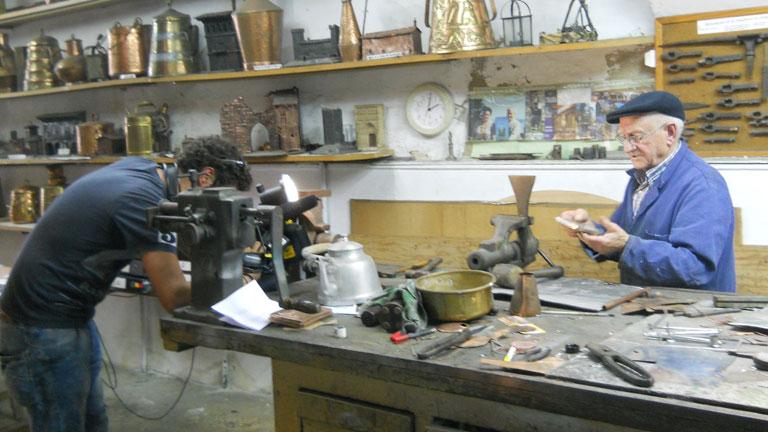 Conectando España - Sangüesa - Cómo hacer un farolillo con latón