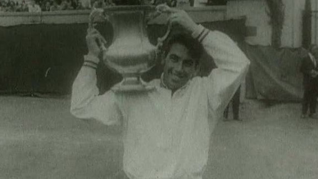 Manolo Santana gana en Wimbledon (1966)