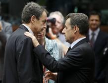 Sarkozy habla con Zapatero en los prolegómenos de la cumbre