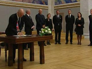 Ver vídeo  'Scotland Yard investiga las posibles conexiones de Breivik con grupos de extrema derecha'