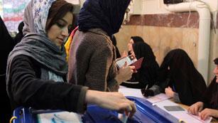 Ver vídeo  'Se celebran elecciones en Irán sin la oposición reformista'