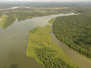 Ver vídeo  'Se hunde una barca son 200 pasajeros en el Amazonas, cerca de la ciudad peruana de Iquitos'