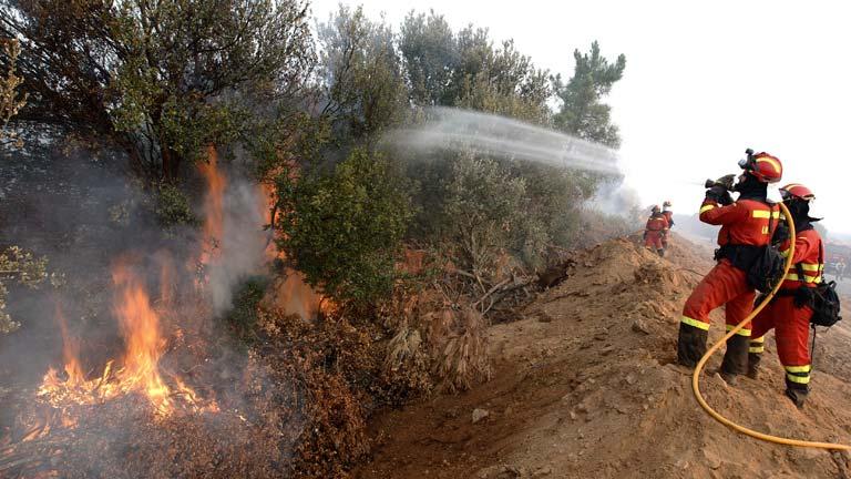 El fuego de Castrocontrigo, en León, sigue sin control ...