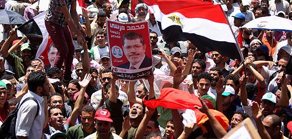 Seguidores de los Hermanos Musulmanes protestan en Tharir contra la Junta Militar