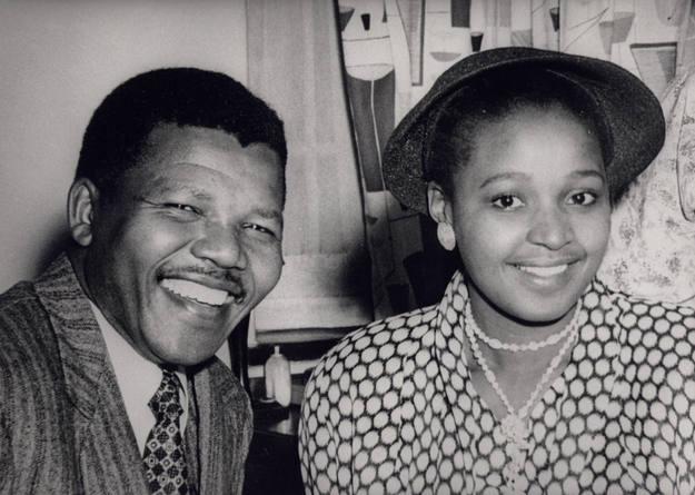 Su segunda esposa Winnie, fue la primera asistenta social negra del país y una infatigable activista
