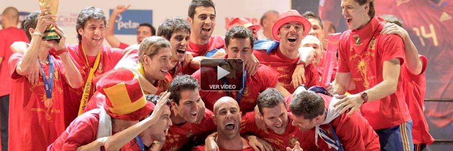 La selección se regala un baño de masas y ofrece el Mundial a todos los españoles