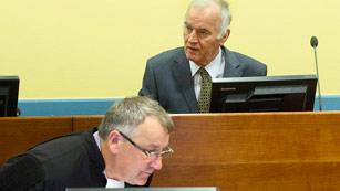 Ver vídeo  'El serbio Ratko Mladic se sienta por fin en el banquillo del Tribunal para la antigua Yugoslavia'