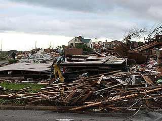 Ver v?deo  'Una serie de tornados y tormentas arrasan el sudeste de Estados Unidos'