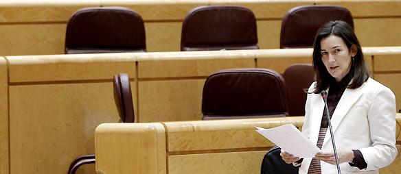 La ministra de Cultura, Ángeles González-Sinde, durante su intervención en la sesión de control al Gobierno en el Senado.