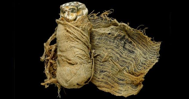Shabti momificado del ajuar funerario de Ahhotep.