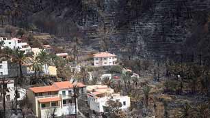 Ver vídeo  'Sigue sin control el incendio de La Gomera aunque los vecinos han comenzado a regresar a sus casas'