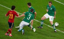 Silva bate a tres jugadores de Irlanda antes de meter el gol