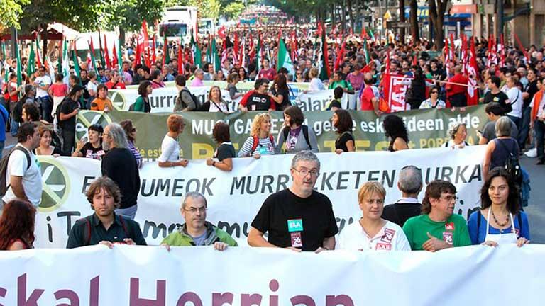 Desigual seguimiento de la huelga general convocada por los sindicatos nacionalistas en Euskadi y Navarra