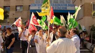 Ver vídeo  'Los sindicatos se movilizan para protestar en los centros de salud por los recortes en sanidad'