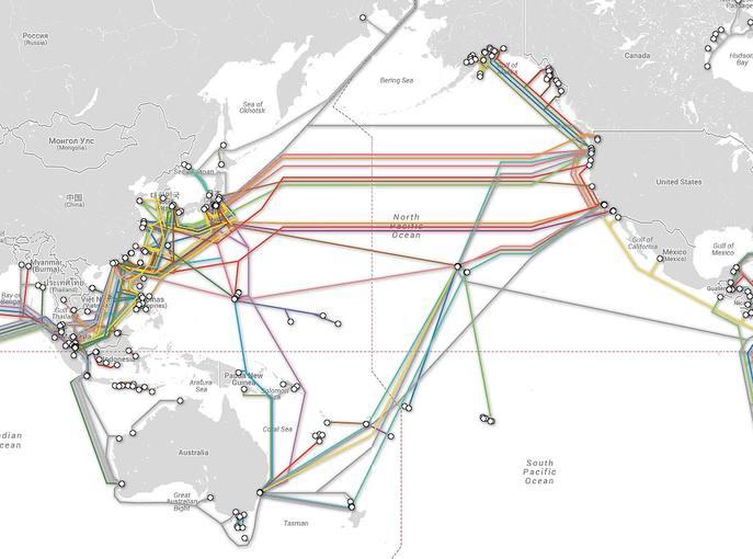 Sistemas de cable que cruzan el océano Pacífico.