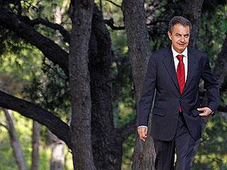Ver vídeo  'La situación económica obliga a Zapatero a aplazar sus vacaciones'