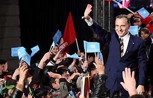 Ver v?deo  'El socialdemócrata Geoana, vencedor en Rumanía según las encuestas'
