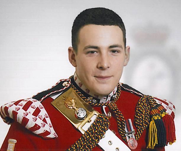 El soldado asesinado en Londres, Lee Rigby, del 2 º Batallón del Regimiento Real de Fusileros, natural de Manchester, de 25 años de edad y padre de un hijo de dos años.