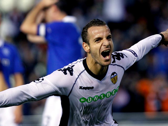 Soldado pone la sentencia (2-0)