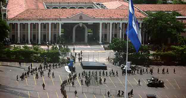 Soldiers walk in front of Presidential residence in Tegucigalpa