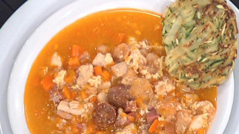 Saber cocinar - Sopa castellana con tortillas de calabac&iacute;n y patata 