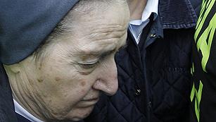 Ver vídeo  'Sor María abandona los juzgados sin declarar por el caso de los niños robados'