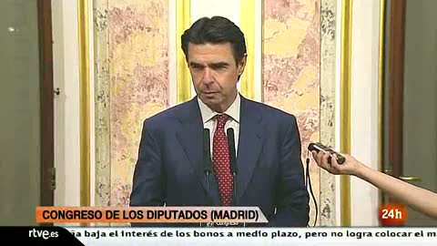 Ver vídeo  'Soria anuncia que la luz subirá el próximo 1 de abril para cumplir con el auto del Supremo'