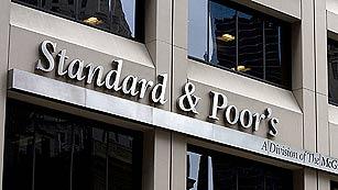 Ver vídeo  'S&P rebaja la nota a once bancos españoles, incluidos Santander y BBVA'