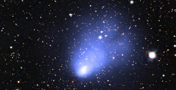 Fotografía difundida por el Observatorio chileno de 'El Gordo', el mayor cúmulo de galaxias jóvenes