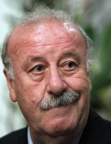 Spain's national soccer coach Vicente del Bosque arrives at the team hotel in Kiev