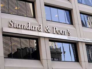 Ver v&iacute;deo  'Standard and Poor's se une a la rebaja de la calificaci&oacute;n de la deuda espa&ntilde;ola'