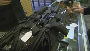 Ver vídeo  'Los sucesos ocurridos en Newtown reabren el debate de las armas'