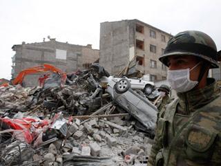 Ver vídeo  'Los supervivientes del terremoto en Turquía hacen frente ahora a las primeras nevadas'