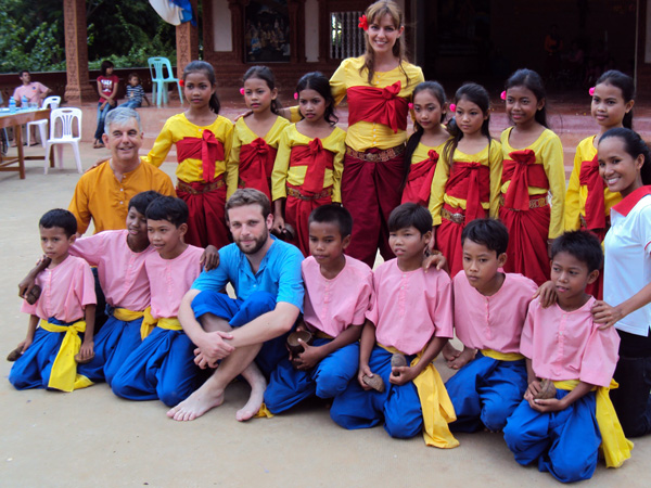 En Tahen Miguel y Pepa se unieron al grupo de danza tradicional - Buscamundos
