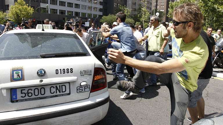 Los taxistas se han manifestado esta ma&ntilde;ana en Madrid contra la liberalizaci&oacute;n del sector