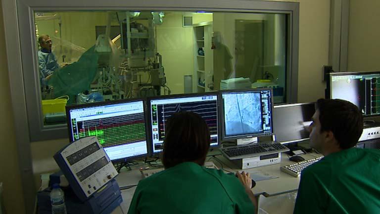 Los cardiólogos provocan un infarto para salvar una vida en un hospital de Madrid