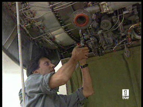 Ver vídeo  'Los técnicos siguen trabajando en la investigación del accidente de Barajas'