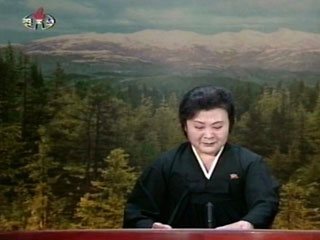Ver vídeo  'La televisión coreana retransmite escenas de dolor por la muerte de Kim Jong-il'