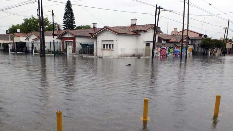 Buenos Aires se recupera del fuerte temporal de viento y lluvia