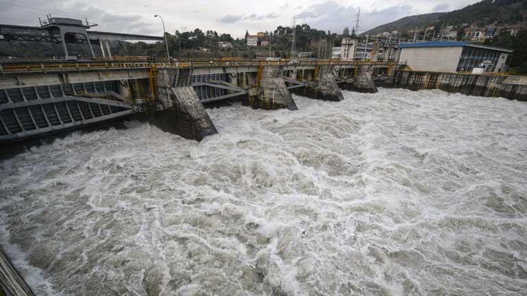 San Sebastián se prepara para un nuevo temporal mientras se recupera del anterior