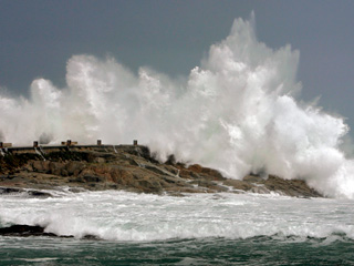 Ver v?deo  'El temporal en Galicia obliga a mantener la flota amarrada'