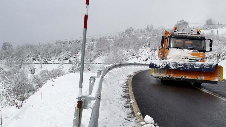El temporal cubre de nieve el norte y el sur de España