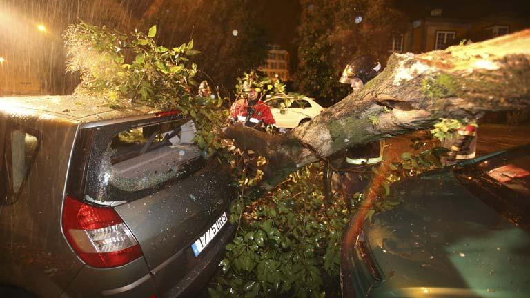 La lluvia y el fuerte viento afectan a Galicia y la cornisa cantábrica