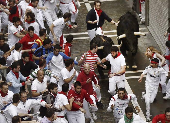 ENCIERRO SAN FERMIN dia 9 de JULIO 2014 Los toros de Victoriano del Río protagonizan un peligroso tercer encierro de San Fermín 2014