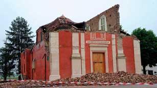 Ver vídeo  'El terremoto de Ferrara destruye importantes monumentos'
