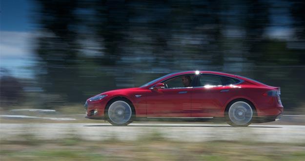 Tesla fabrica coches que se recargan con cambio de batería