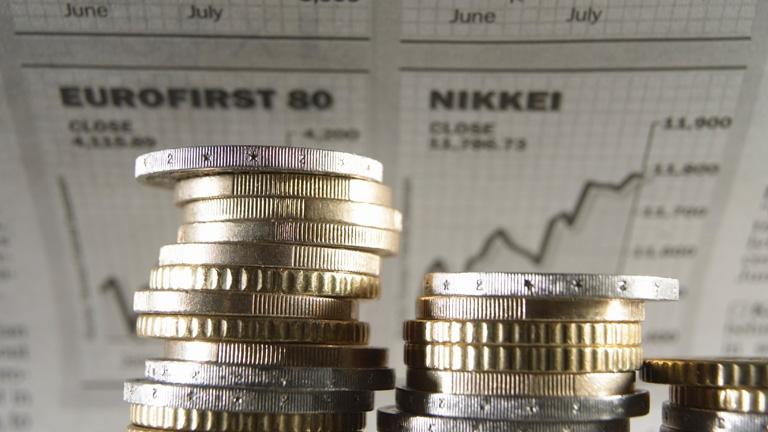 El Tesoro capta 3.560 millones y rebaja el interés por primera vez desde marzo